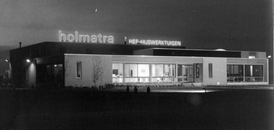 1975 - Opening of new office in Raamsdonksveer.jpg