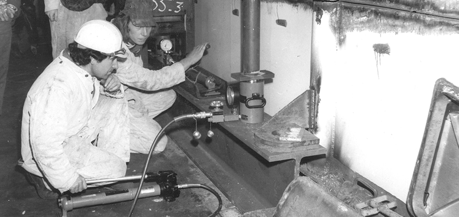 1972 - Hydraulic jack production partly moved to the Netherlands_.jpg