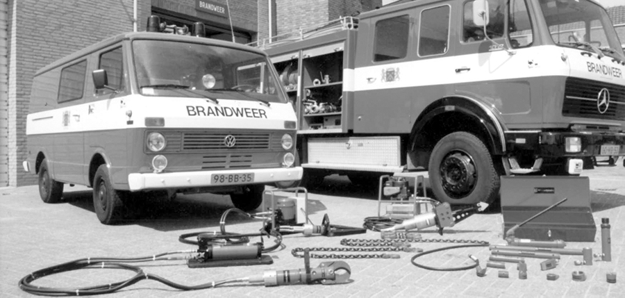 1977 - Introduction of hydraulic rescue tools_.jpg