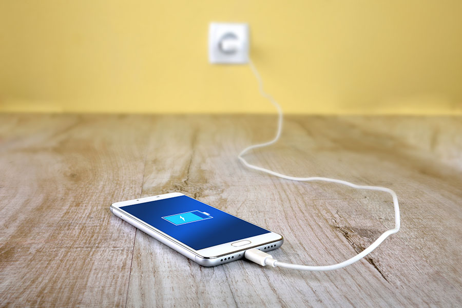 Mobiel phone charging from wall socket